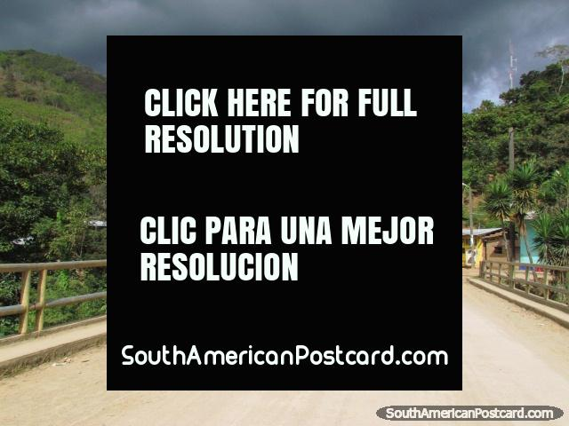 Bridge crossing and small village on the way to San Ignacio. (640x480px). Peru, South America.