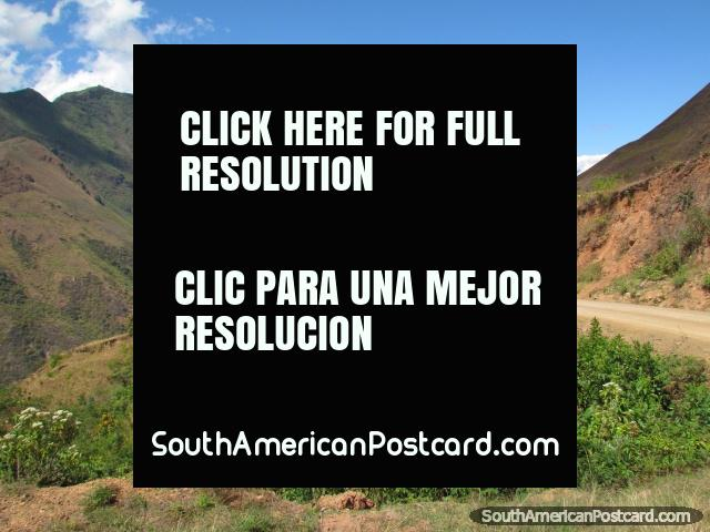 Unpaved road around the mountain ridges between Leymebamba and Celendin. (640x480px). Peru, South America.