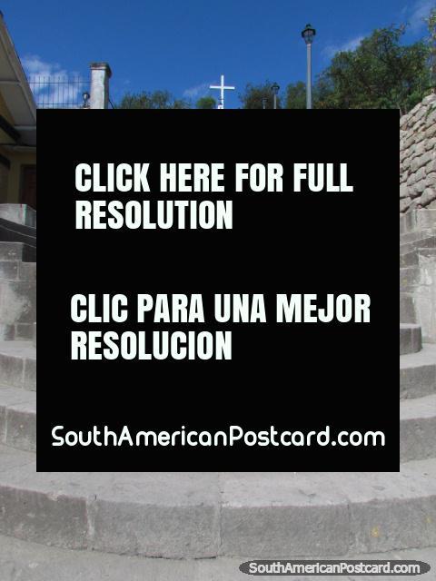 A escadaria ïngreme Colina Santa Apolonia em Cajamarca. (480x640px). Peru, América do Sul.