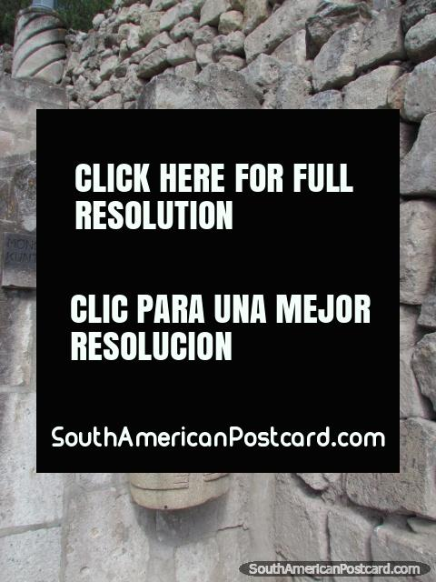 Monolito de kuntur wasi stone carving in cajamarca