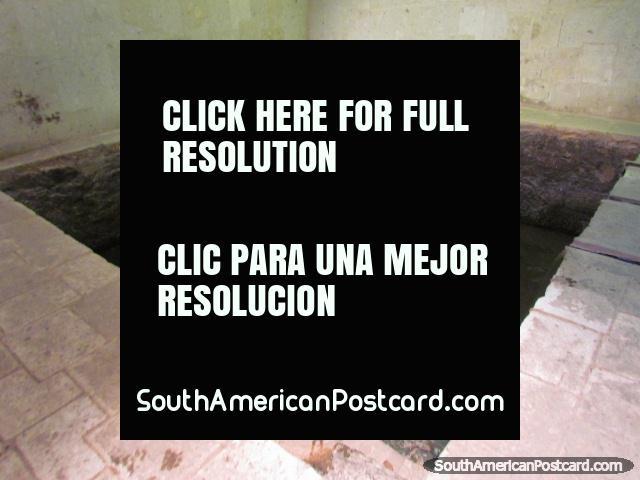 The private pool of Inca leader Atahualpa, built from cut stone, Banos del Inca, Cajamarca. (640x480px). Peru, South America.