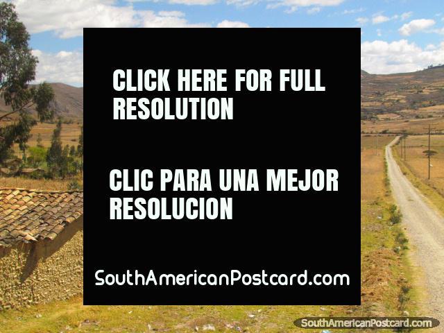 Llanuras hermosas, campos de la cosecha y montañas cerca de norte de San Marcos de Cajabamba. (640x480px). Peru, Sudamerica.