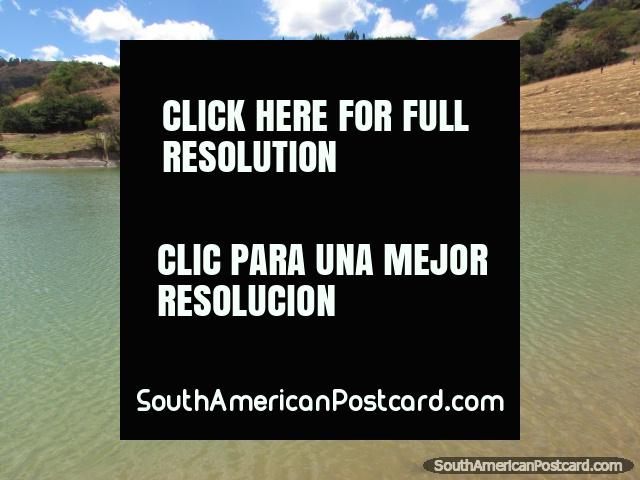 The green waters of Laguna Ponte in Cajabamba, mountains behind. (640x480px). Peru, South America.