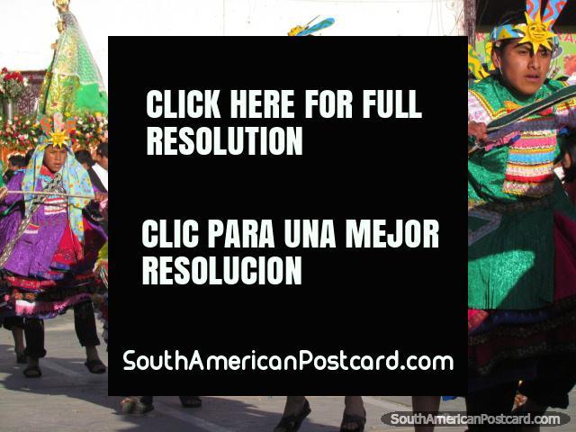 Realizações de rua em Huamachuco das suas 458as celebrações de aniversário. (640x480px). Peru, América do Sul.