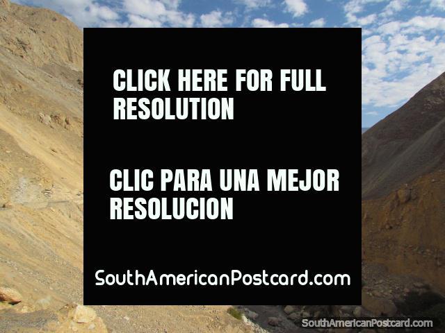 Road following the valley through the rocky terrain near Chuquicara. (640x480px). Peru, South America.