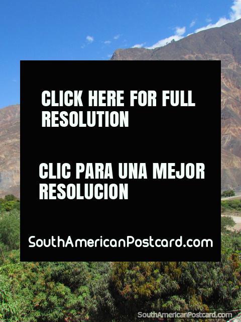 Um arremesso de futebol nas montanhas entre Chuquicara e Caraz. (480x640px). Peru, América do Sul.