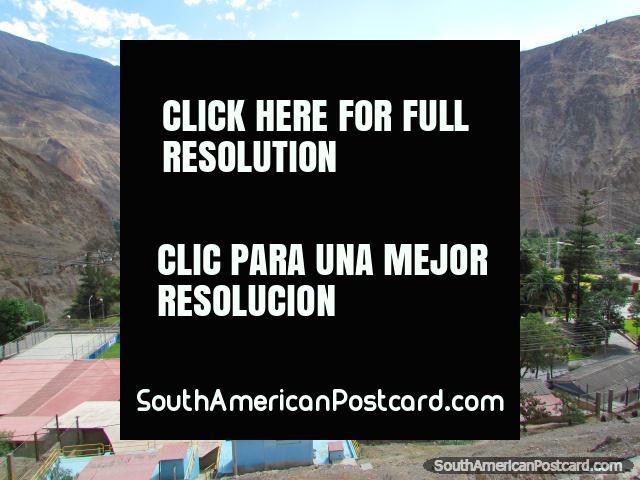 A cidade de Huallanca nas montanhas entre Chuquicara e Caraz. (640x480px). Peru, América do Sul.