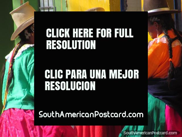3 women and a girl in colorful traditional clothing and hats in Yungay. (640x480px). Peru, South America.