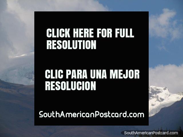 Vista de la montaña cubierta de nieve de Huaraz. (640x480px). Perú, Sudamerica.