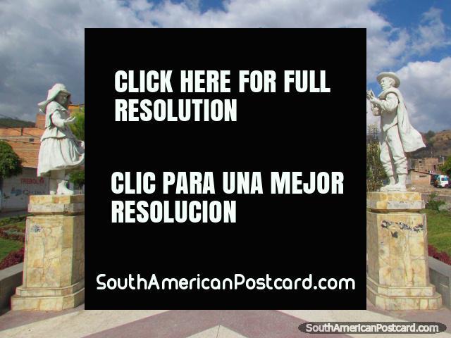 El parque de estatuas blancas al lado del río en Huaraz. (640x480px). Perú, Sudamerica.