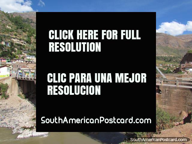 Ponte 2 através do rio em Izcuchaca. (640x480px). Peru, América do Sul.