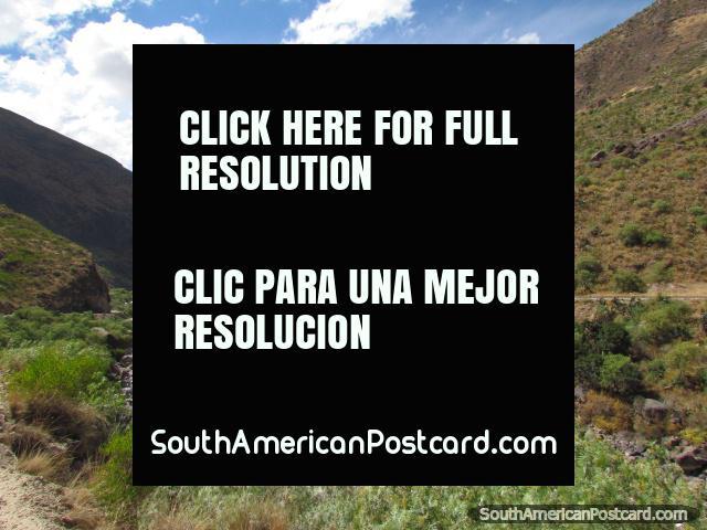 As montanhas de rio e belas entre Huancayo e Ayacucho. (640x480px). Peru, América do Sul.