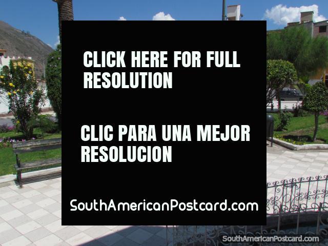 La parte inferior del Plaza de Armas en Abancay con azulejos a cuadros. (640x480px). Perú, Sudamerica.