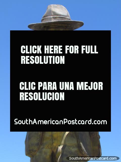Martin Chambi Jimenez (1891-1973), fotógrafo latinoamericano indígena, monumento en Cusco. (480x640px). Perú, Sudamerica.