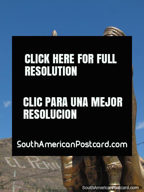 Um monumento inca de bronze em Cusco. (480x640px). Peru, América do Sul.