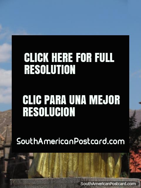 Gold Simon Bolivar monument in Cusco, behind is Arco Santa Clara. (480x640px). Peru, South America.