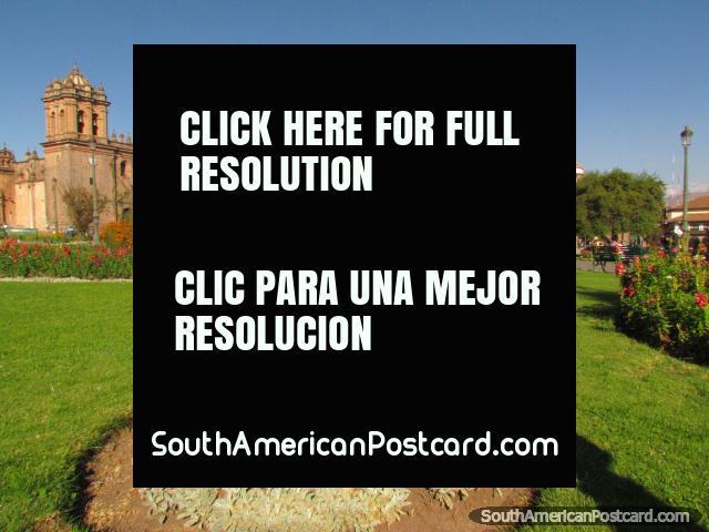 Los céspedes verdes del Plaza de Armas en Cusco. (640x480px). Perú, Sudamerica.