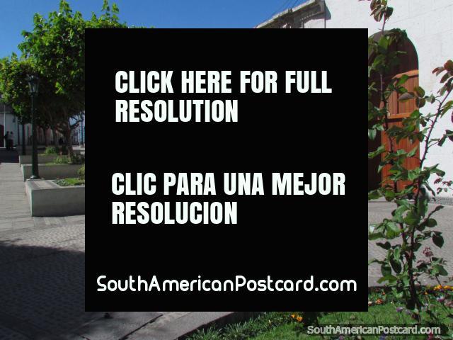 Jardines, parque y edificios históricos en Arequipa. (640x480px). Perú, Sudamerica.