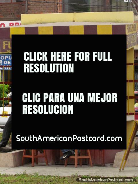 Fuente de Soda - el El Cholito, el zumo y el café están de pie en Chimbote. (480x640px). Perú, Sudamerica.