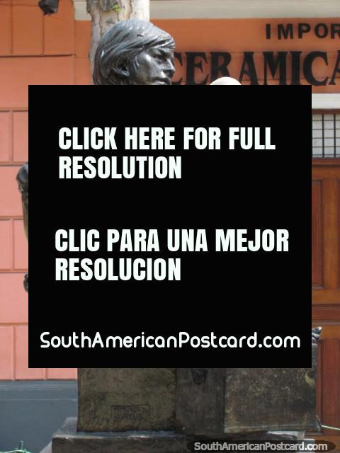 El monumento a los limpiabotas y el Doctor Augusto E. Perez Aranibar busto en Lima. (480x640px). Perú, Sudamerica.