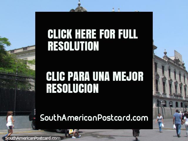 Piedra edificio histórico cerca de la plaza principal en Lima. (640x480px). Perú, Sudamerica.