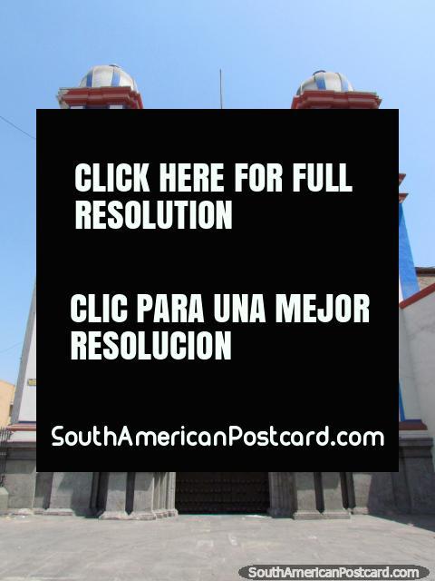 Igreja azul e branca Igreja Trinitarios em Lima. (480x640px). Peru, América do Sul.