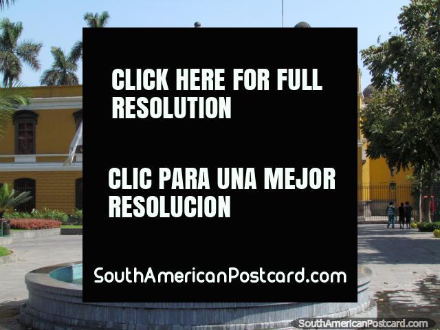 Panteon de Los Proceres building and fountain in Lima. (640x480px). Peru, South America.