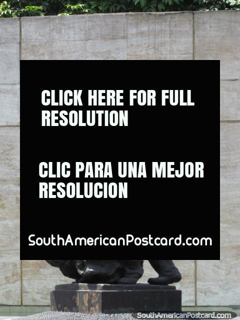 Piece of artwork, bronze, in a park in Lima. (480x640px). Peru, South America.