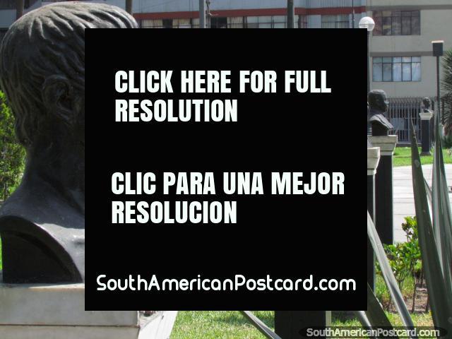 Bustos de bronze, parque em Lima, muitos para contar, uma experiência de lavagem cerebral. (640x480px). Peru, América do Sul.