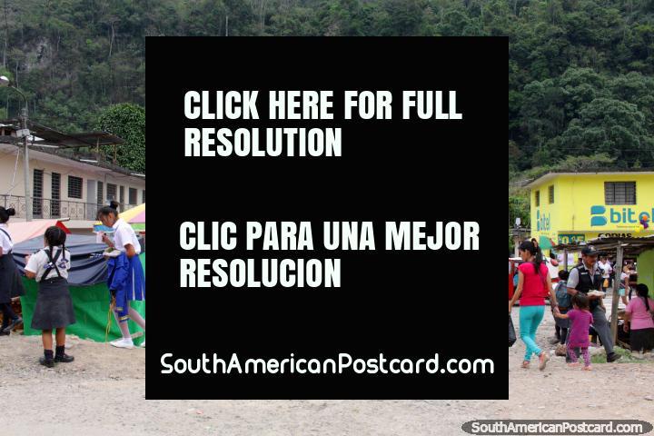 The children of Tambillo Grande go to school in the Amazon, near Tingo Maria. (720x480px). Peru, South America.