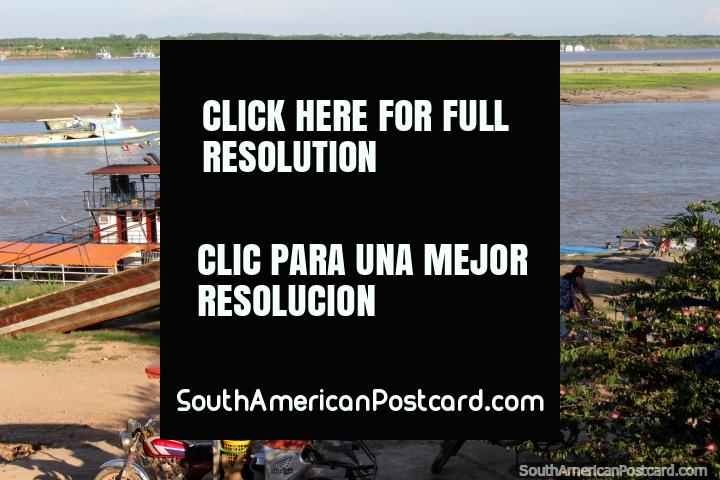 O Rio Ucayali como visto do Praça do Reloj em Pucallpa. (720x480px). Peru, América do Sul.