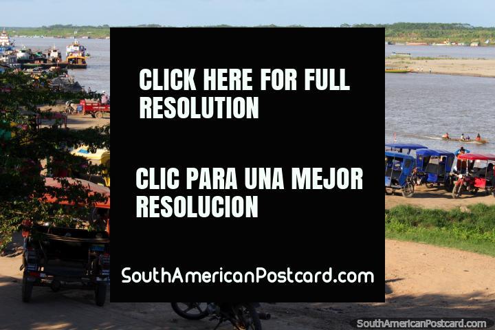 El Río Ucayali fluye junto a Pucallpa, se une al Río Amazonas más al norte. (720x480px). Perú, Sudamerica.