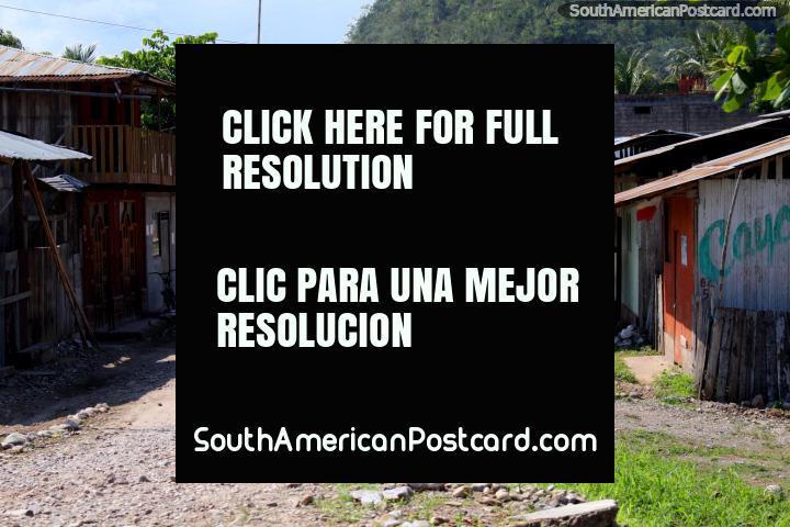 Uma rua residencial na cidade de Aucayacu, entre Tingo e Tocache. (720x480px). Peru, América do Sul.