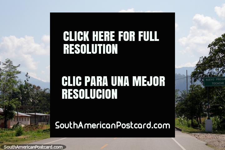 117 km a Tocache de Aucayacu, caminho selado. (720x480px). Peru, América do Sul.