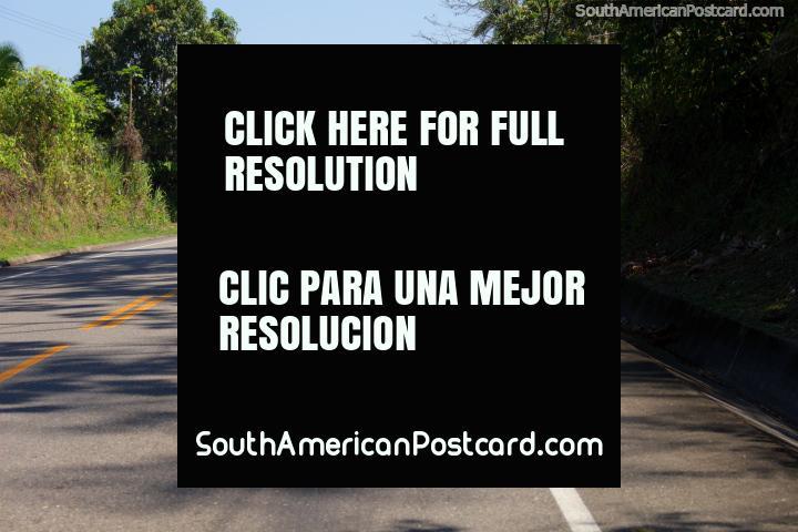 2 horas 20 minutos por caminho de Tingo Maria a Tocache. (720x480px). Peru, América do Sul.