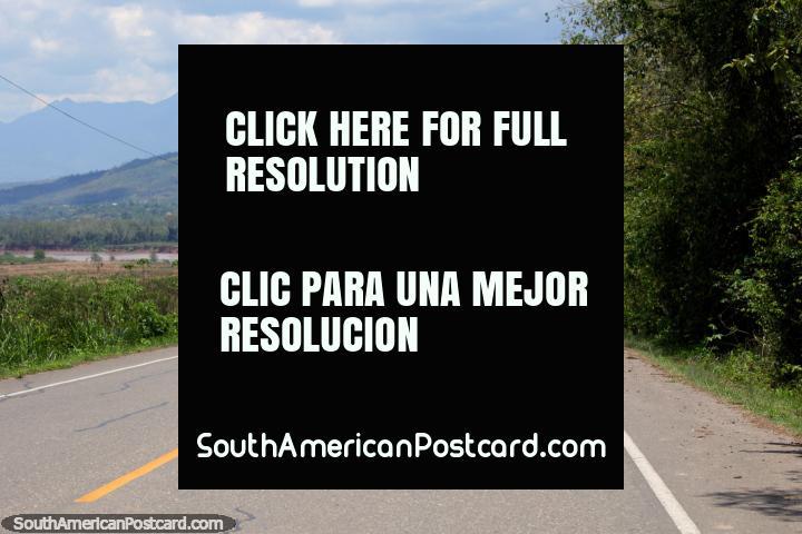 El último tramo de carretera desde el sur antes de llegar a Tarapoto, a 7 horas 40 minutos de Tingo María. (720x480px). Perú, Sudamerica.