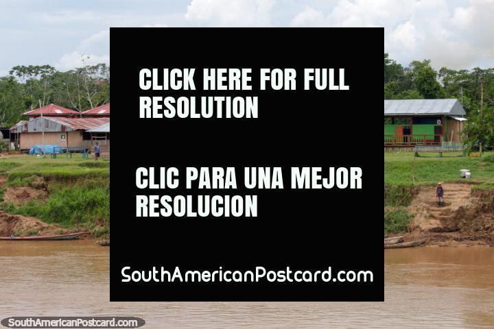 La sede comunitaria y la escuela en el Distrito de Santa Cruz, a medio camino entre Yurimaguas y Lagunas. (720x480px). Perú, Sudamerica.
