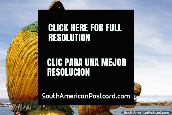 Lïderes de um barco de dragão, o veïculo de escolha das pessoas de Uros do Lago Titicaca em Puno. (720x480px). Peru, América do Sul.