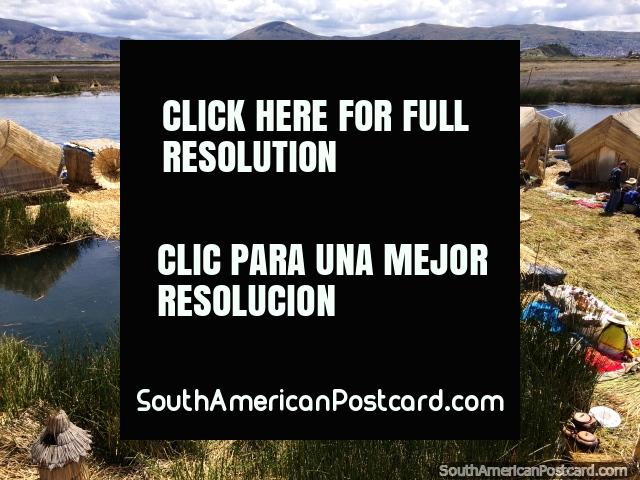 Tour of the floating reed islands of Lake Titicaca, see how the people live here, Puno. (640x480px). Peru, South America.