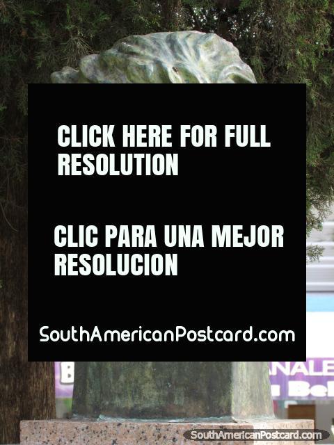 Monumento a Adolfo Piaggio, diretor de música, Paysandu. (480x640px). Uruguai, América do Sul.