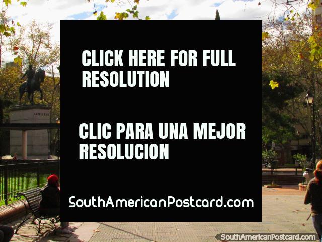 Plaza de los 33 Orientales en Montevideo central. (640x480px). Uruguay, Sudamerica.
