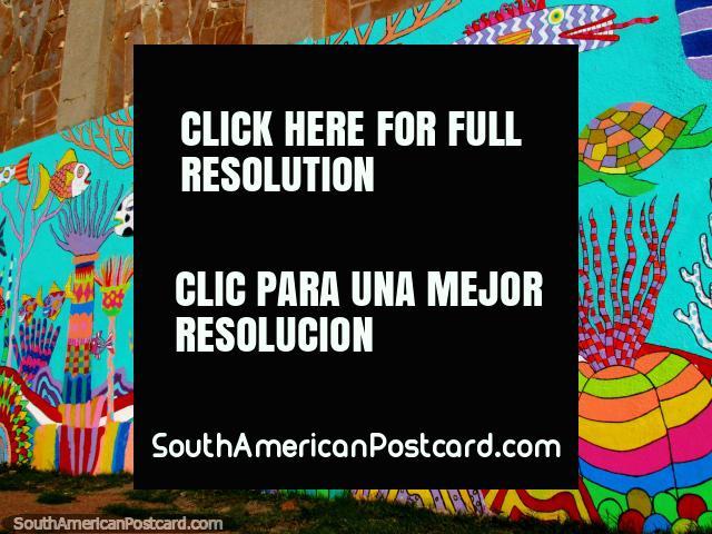 ¡Bajo del mar, mural en la pared en Dique Maua en Montevideo a lo largo de una pared muy larga, imponente! (640x480px). Uruguay, Sudamerica.