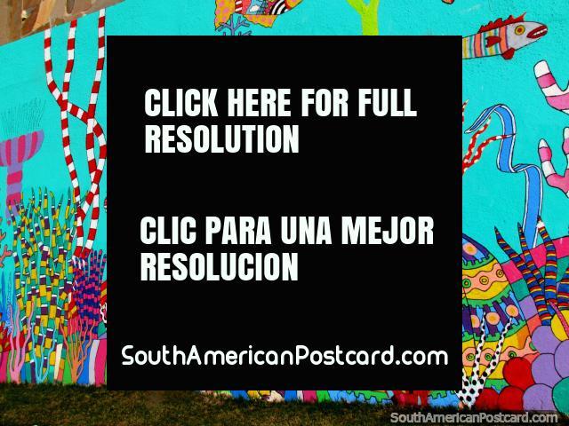 Pulpo, pescado, plantas locas, genial pintura mural al lado del río en Montevideo. (640x480px). Uruguay, Sudamerica.