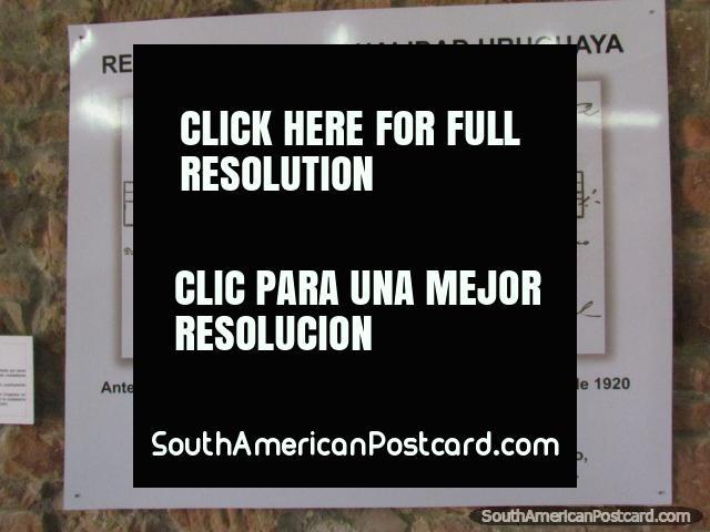 La partida de nacimiento de Carlos Gardel en pantalla en el museo en Tacuarembo. (640x480px). Uruguay, Sudamerica.