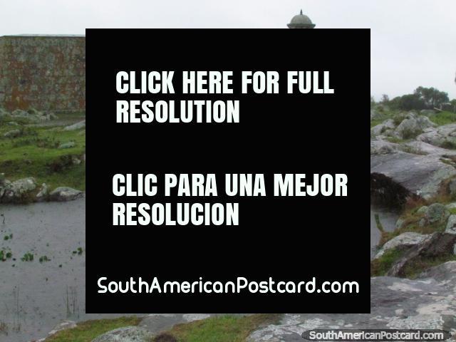 Jardín de rocas asombroso alrededor de la Fortaleza de San Miguel a 7 kilómetros al oeste de Chuy. (640x480px). Uruguay, Sudamerica.