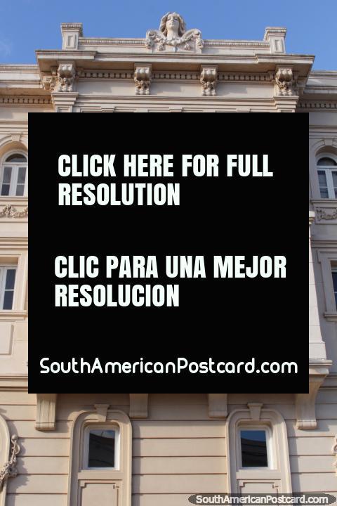 Teatro Miguel Young, ventanas de cuadrado, redondo y arco, Fray Bentos. (480x720px). Uruguay, Sudamerica.