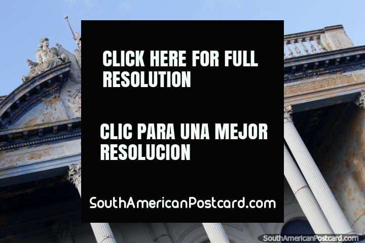 A velha fachada com colunas de Stella D-Italia que Constrói em Rixa bentos. (720x480px). Uruguai, América do Sul.