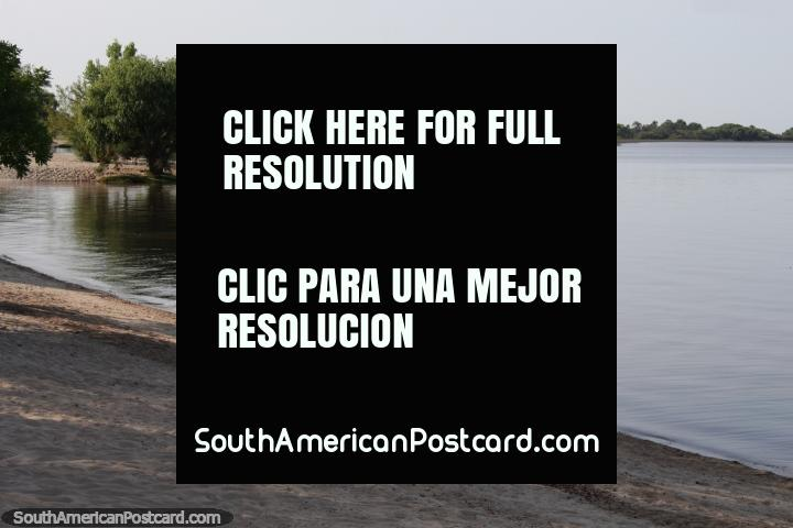 Rio de la Plata (river), still waters, view from Sere Beach in Carmelo. (720x480px). Uruguay, South America.