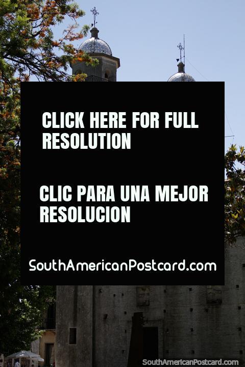 A basïlica do Sacramento Sagrado, a igreja restaurou-se entre 1957 e 1995, Colônia. (480x720px). Uruguai, América do Sul.