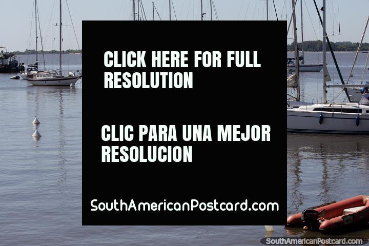 Porto de iate em Colonia do Sacramento, um lugar popular de visitar na cidade. (720x480px). Uruguai, América do Sul.
